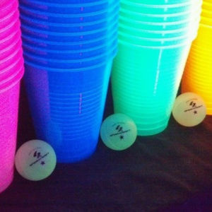 BLACKLIGHT PONG SET - CUPS AND BALLS - PARTY BEER